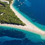 plage-zlatni-rat-sur-l-ile-de-brac-bol-croatie